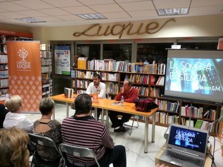Presentacion La sombra de la existencia en la librería Luque de Cordoba
